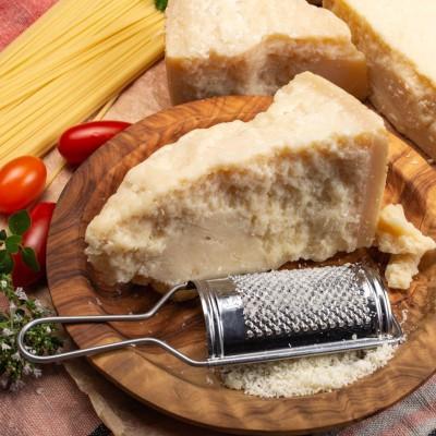 Sugestie de prezentare - Brânză dură tip Grana Padano 34% ~1kg/buc